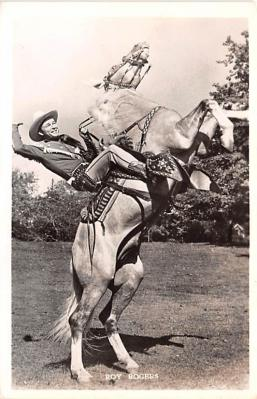 act018165 - Roy Rogers on Trigger Movie Star Actor Actress Film Star Postcard, Old Vintage Antique Post Card