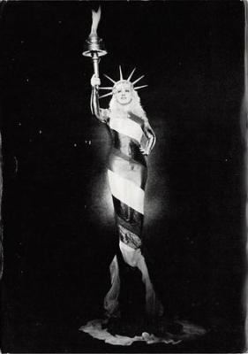 act500427 - Mae West  Movie Poster Postcard