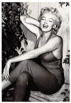 act510079 - Marilyn Monroe Movie Poster Postcard