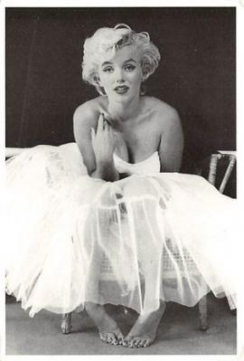 act510169 - Marilyn Monroe Movie Poster Postcard