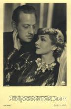 act003129 - Claudette Colbert & Melvyn Douglas Actor, Actress, Movie Star, Postcard Post Card