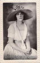 act011011 - Miss Madge Kennedy Postcard, Post Card