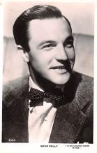 act011070 - Gene Kelly Movie Star Actor Actress Film Star Postcard, Old Vintage Antique Post Card