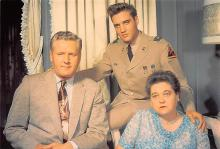 act016276 - Elvis with his Mother Gladys and Father Verno, Graceland Movie Star Actor Actress Film Star Postcard, Old Vintage Antique Post Card