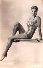 act017024 - Esther Williams Movie Star Actor Actress Film Star Postcard, Old Vintage Antique Post Card