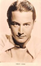act024003 - Robert Young Movie Star Actor Actress Film Star Postcard, Old Vintage Antique Post Card