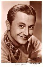 act024004 - Robert Young Movie Star Actor Actress Film Star Postcard, Old Vintage Antique Post Card