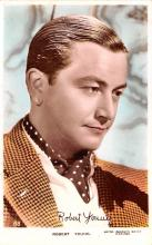 act024010 - Robert Young Movie Star Actor Actress Film Star Postcard, Old Vintage Antique Post Card