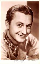 act024013 - Robert Young Movie Star Actor Actress Film Star Postcard, Old Vintage Antique Post Card