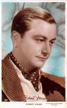 act024015 - Robert Young Movie Star Actor Actress Film Star Postcard, Old Vintage Antique Post Card