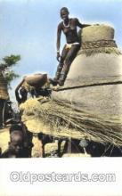 afr001292 - Jeune Femme a son Grenier African Nude, Nudes, Postcard Post Card