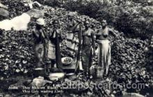 afr001491 - Vhey Girls Washing Cloth African Nude Post Card Post Card
