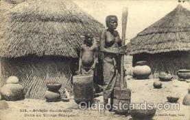 afr001526 - Dans Un Villiage Senegalais African Nude Nudes Postcard Post Card