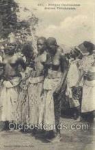 afr001726 - Afrique Occidentale Jeunes Feticheuses African Nude Nudes Postcard Post Card