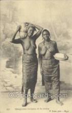 afr001778 - Senegalaises revenant de la riviere African Nude Nudes Postcard Post Card