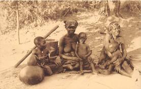 afr002401 - Famille Indigene African Nude Postcard