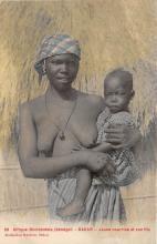 afr002421 - Senegal Dakar Jeune nourricwe  et son fils African Nude Postcard