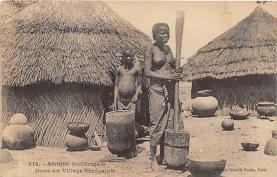 afr002488 - Dans un Village Senegalais African Nude Postcard