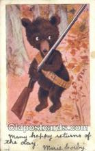 ber002015 - Out for big game, Bear Postcard Bears, tragen postkarten, sopportare cartoline, soportar tarjetas postales, suportar cartões postais