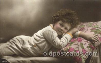 chi001097 - Children Postcard Post Card