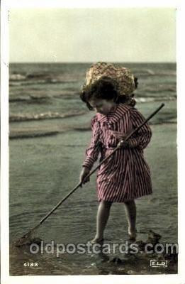 chi001099 - Children Postcard Post Card