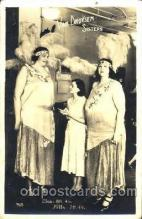 cir002088 - Van Droysen Sisters, Elsa - 8ft 4in, Hilda - 7ft 4in, Tallest Person Postcard Post Card