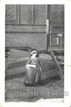 cir003072 - Smallest Person, Midget, Midgets, Dwarf,  Circus Postcard Post Card