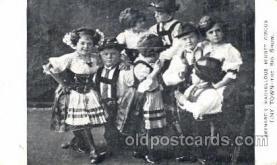 cir003121 - Circus Midgets postcard Post Card