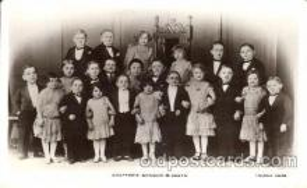 cir003129 - Circus Midget Midgets postcard Post Card