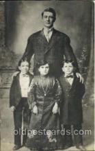 cir003138 - Circus Midgets, Smallest Person Postcard Post Card