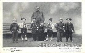 cir003145 - Circus Smallest Person, Midget Postcard Post Card