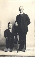 cir003156 - Circus Smallest Person, Midget Postcard Post Card