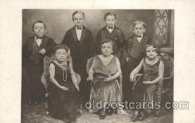 cir003169 - Smallest Person, Midget, Midgets, Circus Postcard Post Card