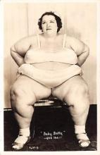 cir004160 - Heaviest Person Circus Postcards