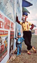 cir007245 - The Smallest Man in the world Michu, 7 inches shorter then Tom Thumb,  with pal Buttons,  the clown Circus Clown Post Card
