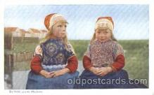 dut001015 - De two zusjes(Marken) Dutch Children Postcard Post Card