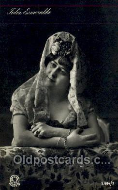 Julia Esmeralda