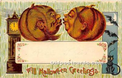 2 Pumpkins Kissing