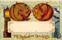 2 Pumpkins Kissing