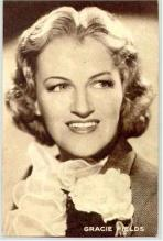 mov006006 - Gracie Fields Actor / Actress Postcard Post Card Old Vintage Antique Movie Star