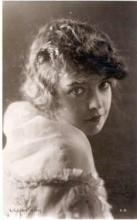 mov007045 - Lillian Gish Actor / Actress Postcard Post Card Old Vintage Antique Movie Star