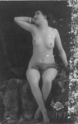 nud010045 - French Nude Postcard