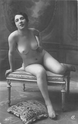 nud010046 - French Nude Postcard