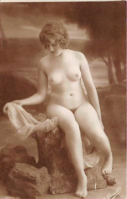 nud010060 - French Nude Postcard