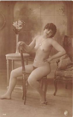 nud010063 - French Nude Postcard