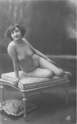 nud010097 - French Nude Postcard