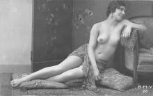 nud010100 - French Nude Postcard