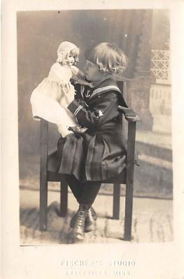 pht100134 - People and Children Photographed on Postcard, Old Vintage Antique Post Card