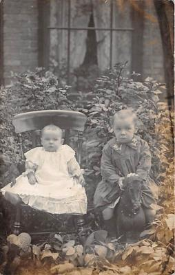 pht100185 - People and Children Photographed on Postcard, Old Vintage Antique Post Card