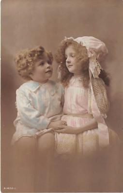 pht200083 - People and Children Photographed on Postcard, Old Vintage Antique Post Card